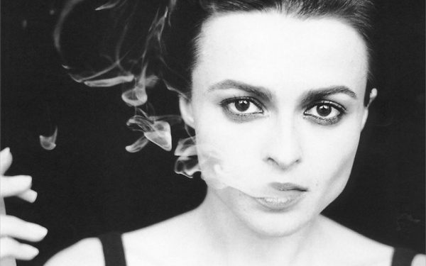 6065405-r3l8t8d-600-helena-bonham-carter-smoking_108683-1440x900.jpeg